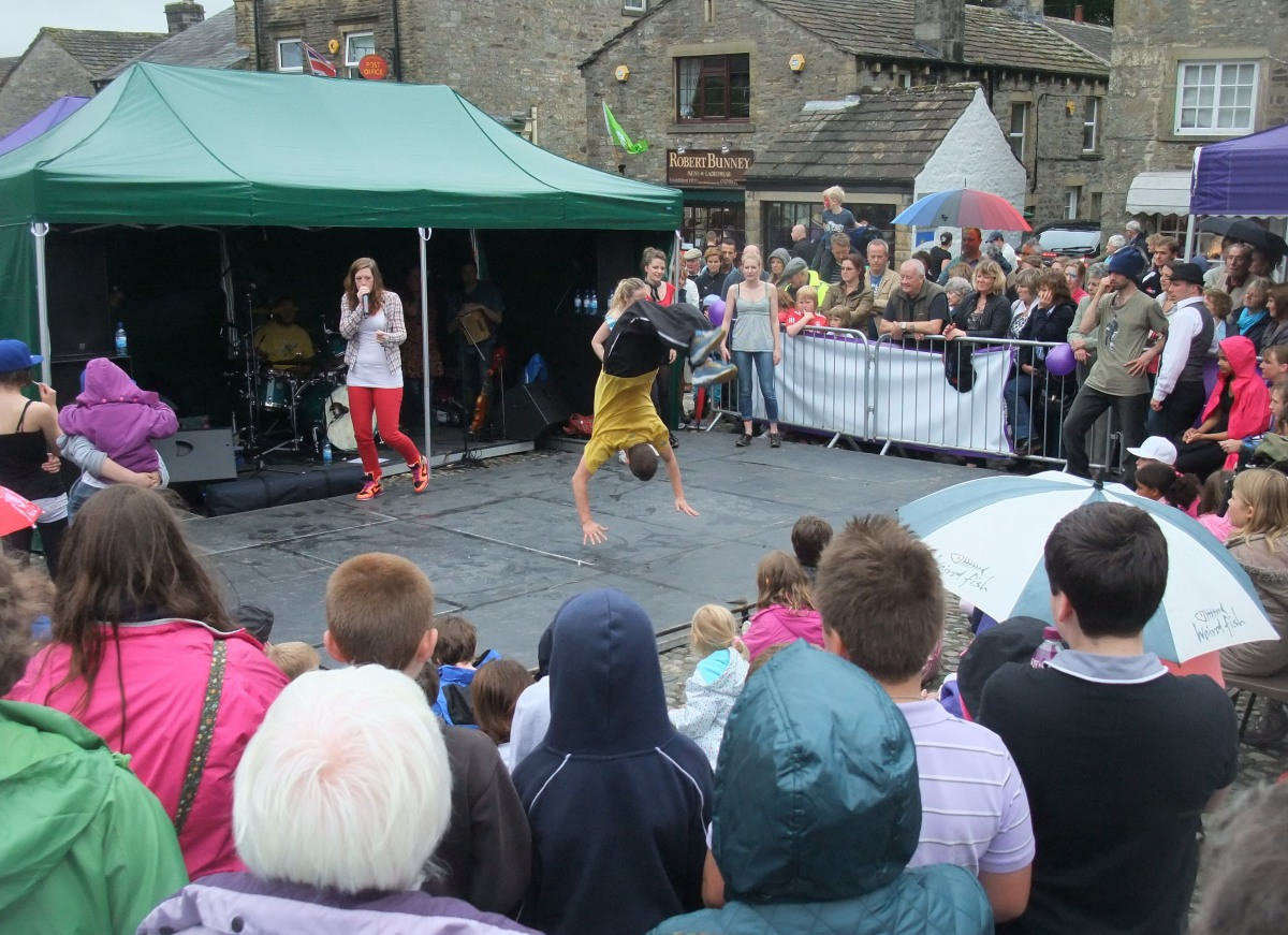 Regular free entertainment in the square
