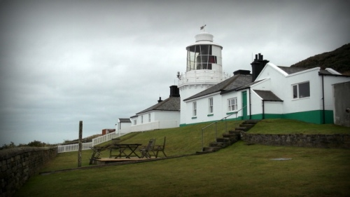 Whitby lighthouse and holiday lets
