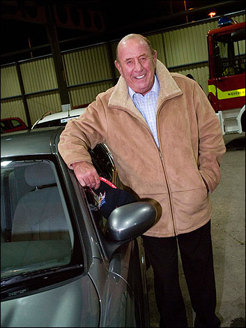 Mike Reid next to his Runaround (with thanks to Julep67)