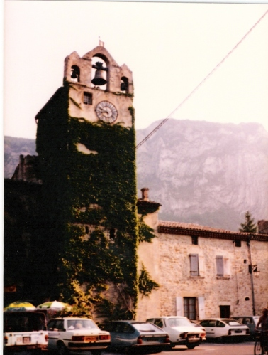 Photo 2 - Eglise Square
